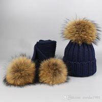 niño sombrero moda niños al por mayor-Nueva moda para niños de punto Beanie Hat bufanda 2 piezas conjunto de invierno cálido niño niña 15 cm real Pompones de piel de mapache gorra bufandas traje niños Bab