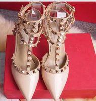 zapatos de vestir chica sexy al por mayor-Zapatos de tacón alto de las mujeres vestido de fiesta remaches de moda chicas sexy punta estrecha zapatos hebilla plataforma bombas boda zapatos negro blanco color rosa