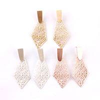 ingrosso gioielli gia-Orecchini in oro Kendra in oro opaco Orecchini in argento con giada in filigrana Orecchini in metallo con forma astratta petalo in madreperla