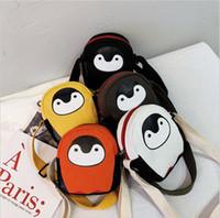 nuevo lindo animal coreano al por mayor-Versión coreana de mochila oblicua para niños 2019 nuevo pequeño y lindo pingüino bandolera mini orificio para auriculares bolsa de lona para niños