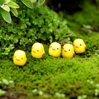 ingrosso artigianato decorazione giardino-Happy Easter Party Mini Chicken Ornament Lovely Resin Fairy Miniature Garden Scene Decorazione casa / giardino artigianale