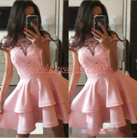 ingrosso lunghi abiti da ginocchio-Stunning Capped Sheer Pink Homecoming Dresses Arabo Tiered Knee-lunghezza Cocktail Party Club Wear Laurea African Prom Dress Plus Size
