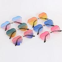 ingrosso occhiali da sole gradienti a forma di cuore-Occhiali da sole a forma di cuore da donna Lady Fashion Retro Metal Full Frame Gradient Lenti da mare Eyewear RRA555