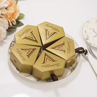 caja de caramelos en forma de diamante al por mayor-Cajas de caramelo de chocolate dorado pirámide triangular boda forma de diamante dorado caja de regalo fiesta de cumpleaños favores suministros
