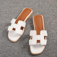 8c9d189b38e029 Yeni Kadın Tasarımcı Düz Ayakkabı Burnu açık Deri Sandalet Ayakkabı  Bayanlar Lüks Moda Düğün Slaytlar Sandalet