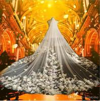 ingrosso tulle morbido di velo fiore-2018 Cattedrale Velo Per Abito da sposa Abito da sposa Handmade 3D Fiori Morbido Tulle Avorio Tulle Uno strato con Pettine 3 Metri Disponibile
