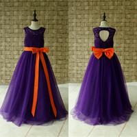 фиолетовые ленты цветок девушка платья оптовых-Темно-фиолетовый тюль принцесса платья для девочек-цветочниц на свадьбу с оранжевой ленточкой Jewel Lace Up Верхний рукав с рукавами Первое платье для причастия