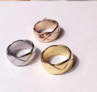 ingrosso anelli di fascia larga per le donne-Designer anelli d'oro per le donne di lusso C Marca 316L in acciaio inox versione larga banda rombo maglia nuovo anello donna uomo Anelli di lusso C33