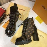 лучшие модные каблуки оптовых-Новейшие женские дизайнерские сапоги Martin Martin на толстом каблуке с сапогами. Кожаная печать. Модные женские туфли на высоком каблуке.