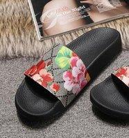 yeni moda terlik erkekler toptan satış-Yeni Avrupa klasik lüks stil, erkek ve kadın terlik, sandalet, moda Çiçek deseni dekorasyon, beden 35-45 daha fazla renk seçeneği.