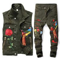 ingrosso nuovi fiori jeans-Nuovo Uomini verdi dell'esercito Imposta Moda primavera ricamato Phoenix Fiore Hole Distressed tuta di jeans gilet + ansima gli insiemi Abbigliamento Uomo 2 Pezzi