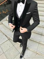 ingrosso smoking argento degli uomini-2019 Designer Black smoking dello sposo degli uomini vestiti di cerimonia nuziale Velevt visiera risvolto uomo Blazer Giacche Tre pezzi Groomsmen promenade di sera del partito abiti