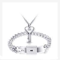 schlüsselverschluss anhänger für männer großhandel-Paar Edelstahl klassische Liebe Herz Schloss Armreifen Armbänder Männer Schlüssel Anhänger Halskette Frauen Paare Schmuck Set