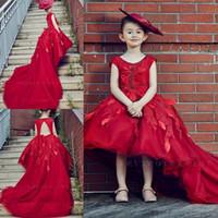 kırmızı payet çiçek kız elbisesi toptan satış-Sevimli Kırmızı Kızlar Pageant elbise Yüksek Düşük Prenses Scoop Küçük Çocuklar Balo Abiye giyim Doğum Günü Çiçek Kız Elbise Ile Tren