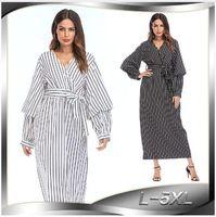 ingrosso abiti islamici bianchi neri-Nuovo 2019 Europa e America abiti di moda donne islamiche abaya musulmano fiocco abito a righe bianco nero abaya Plus Size S- 5XL
