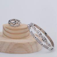 pulsera cuadrada círculo al por mayor-Joyería de marca de moda de lujo Lady Brass Cross Double Circles Setting Diamond Square Rivet 18K Gold Wedding Engagement Bracelets Ring 2 Color