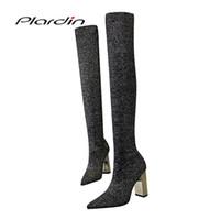 kadınlar için kumaş ayakkabıları toptan satış-Plardin Yeni Kış Muhtasar Moda Kadın Ayakkabı Metal kare topuk kadın diz üzerinde Bling Yün Kumaş Malzeme Pompalar çizmeler