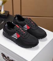 zapatos de estilo británico al por mayor-Nueva marca de zapatos casuales para hombres Europa y Estados Unidos de gama alta estilo negro viento británico zapatos para hombres tendencia juvenil my889608