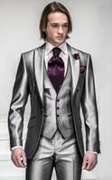 korea klagemann großhandel-New Korea-Satin Helles Silber Mit Schwarzer Krempe Mann Bräutigam Smoking Hochzeitsanzüge Prom Formelle Anzug (Jacke + Hose + Weste) ZX6