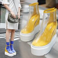 botas de lluvia transparentes mujeres al por mayor-Botas transparentes para mujer 2018 nuevas cuñas europeas y americanas botas cortas lluvia de tacón alto Martin