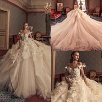 ingrosso abiti da sposa in spalla delle piume-Julia Kontogruni abiti da sposa d'epoca fuori dalla spalla in pizzo floreale 3D appliquéd Luxury Country Wedding abito di piume Abiti da sposa 4315