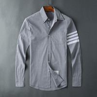 nuevas camisas de los hombres de la cinta al por mayor-Camisa de hombre Nueva camisa de mangas largas delgada delgada con cuatro barras Popelín Cárdigan de manga larga Camisa delgada ocasional de TB