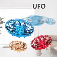 ingrosso micro rc aerei-3 colori Drone ha portato UFO volare palla giocattoli per i bambini di RC Mini Drone Aircraft induzione elicottero Micro Quadrocopter Indoor / Outdoor