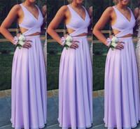 lila brautjungfer stil kleid großhandel-Günstige 2019 Brautjungfernkleider Lavendel Lila Eine Linie V-Ausschnitt Cutaway Seiten Einfache Hochzeitsgast Kleid Strand Boho Style