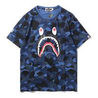 patrones de ropa suelta al por mayor-Camiseta de hombre 2019 Verano Nueva marca de ropa Moda Patrón de cara de tiburón Mangas cortas Camuflaje de moda Tops Suelta Hip Hop con camisetas