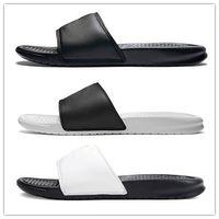 zapatillas benassi al por mayor-Zapatos de diseño de Benassi Sandalias de goma con brida Brocade para hombre Zapatilla Chanclas Mujer Rayas Beach Scuffs Zapatillas causales Zapatos de lujo