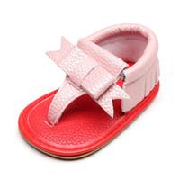 sandalia roja bebé al por mayor-2019 sandalias recién nacidas del verano de la PU de la borla de cuero sandalias inferiores rojas para los bebés zapatos de bebé antideslizantes suela dura