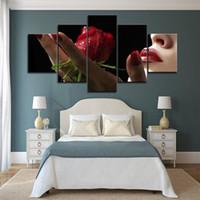blumenbilder rosen rot großhandel-5 Stück große gerahmte rote Rosen in der Hand Blume Wand Kunst Bilder für Bett Zimmer Wand Dekor Poster und Drucke Leinwand Malerei