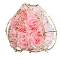 ingrosso sapone fiore fatto a mano-6pcs scatola sapone profumato fatto a mano fiore rosa bagno romantico sapone per il corpo rose con cesto dorato per il regalo di nozze di san valentino