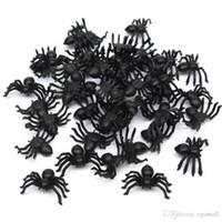 brinquedos de aranha realistas venda por atacado-Útil 200 pcs 2 * 1.4 cm de Plástico Preto Aranha Decoração do Festival de Halloween Suprimentos Engraçado Prank Brinquedos Decoração Realista Prop