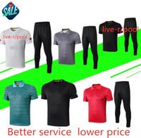 calças brancas ternos homens venda por atacado-Polo de Futebol Vermelho dos homens Terno Preto camisa de Futebol Adulto Branco Futebol Sportswear Preto Calças Esportes Ao Ar Livre kit