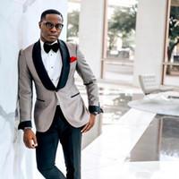 mantón africano al por mayor-Trajes de esmoquin de boda africanos de un botón Trajes de solapa chal Slim Fit Hombres Ropa de novio Esmoquin de boda personalizado Dos piezas (chaqueta + pantalones)