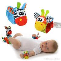 jouets de développement pour bébé 12 mois achat en gros de-Bébé hochet jouets 2017 nouveau jardin bug poignet hochet pied chaussettes multicolore 2pcs taille + 2pcs chaussettes = 4pcs / lot
