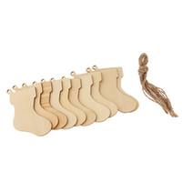 holz hängen tags großhandel-20 stücke Set Blank Weihnachtsbaum Socke Pendents Ornamente Hängen Holz Tags Holz Ausschnitte Ornamente