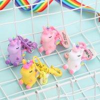 bolsas ecológicas lindas al por mayor-Dibujos animados Rainbow Wing Unicorn llaveros aleación de silicona llavero de coche lindo bolso de mujer llaves hebilla ecológico 4 5nm E1