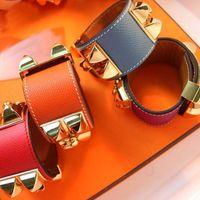 designer men s leather bracelets großhandel-2019 New Edelstahl Leder Designer Armband für Frauen Mann Valentinstag Liebe Designer Punk Hip Hop Leder Schmuck für Frauen Mann