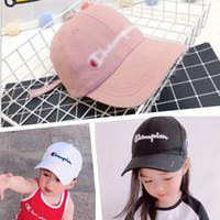 boys cap cap toptan satış-INS Çocuklar Şampiyonlar Snapback Beyzbol Şapka Erkek Kız Ayarlanabilir Marka Tepe Cap Spor Mektuplar Işlemeli Plaj Seyahat Golf Şapkalar satış B3142