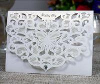 cristais para convites venda por atacado-Alta Qualidade Laser Cut oco borboleta convites do casamento Cartões Com Cristal personalizado da festa para cartões do convite nupcial