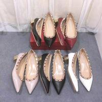 zapatos de vestir de tacón grueso para mujer al por mayor-Diseñador de zapatos de las mujeres vestido de las señoras de lujo hermosa mujer de los talones de la bomba del talón mediados de charol con rivert forma espárrago muchos colores 34-41