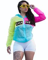 ince rüzgarlık toptan satış-Mektup Baskı Kadınlar Tasarımcı Ceket Güneş Koruyucu Ceket Patchwork Güneş Koruma Ceketleri Kapşonlu İnce Marka Rüzgarlık Streetwear S-XL C71505 Tops