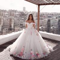ingrosso bella sposa sexy-2020 Bella Off-the-spalla principessa lunghi sarchiatura Abiti da fidanzamento A-Line fatto a mano Fiori Tulle Abiti spose Plus Size