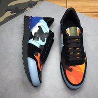 cordones de los zapatos camo al por mayor-Garavani para hombre Zapatillas de deporte de moda Camo Camuflaje Rockrunner Trainer Zapatos de cuero de encaje Zapatos casuales de lujo para hombre Top diseñador xg18111101