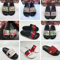 sandalias planas negras para mujer al por mayor-2019 para hombre rojo a rayas negro floral brocado abeja tigre diseñador zapatillas para mujer moda de lujo fondo de los planos pisos diapositivas sandalias tamaño 36-45