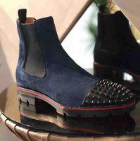 botas decorativas al por mayor-2019 Top Luxury Red Sole Fashion Trend Men Boots Botines de gamuza de cuero genuino con fondo rojo Rivet decorativo Short Knight Boots