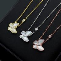collar de cadena de mujer modelos al por mayor-2019 Cadena Nueva mariposa blanca Shell de acero inoxidable estilo anillo colgante de collar de las mujeres de los collares Modelo regalo de la joyería