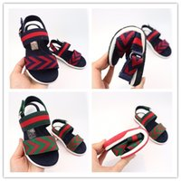 säuglingsbaby barfuß sandalen großhandel-gucci Designer-Schuhe Baby Mädchen Sandalen Blumenschuhe Barfuß Fuß Blumen Krawatten Säuglingsmädchen Kinder Erste Wanderer Schuhe Falten Chiffon